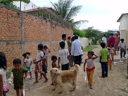 Cambodia-children-picking-up-plastic-01