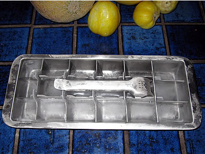 would you use a stainless steel ice cube tray my plastic free life. Black Bedroom Furniture Sets. Home Design Ideas