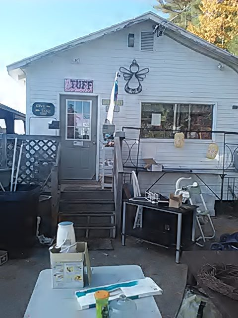 swap-shop-outside-01