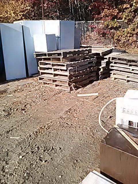 wood-pallets-refrigerators